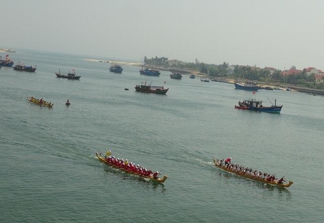 Rộn ràng Lễ hội Đua thuyền truyền thống trên sông Nhật Lệ - 1