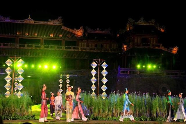 Hoành tráng lễ hội áo dài đầy màu sắc - 2