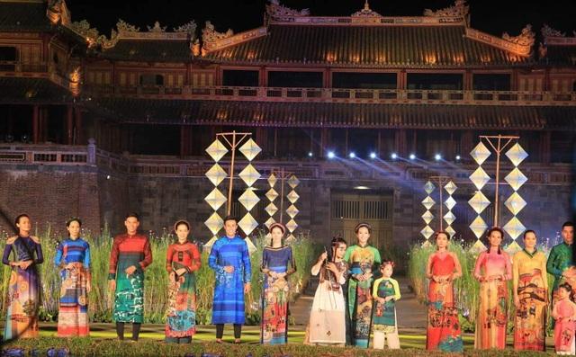 Hoành tráng lễ hội áo dài đầy màu sắc - 3