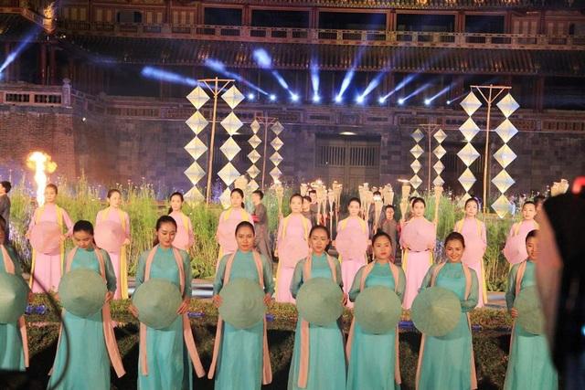 Hoành tráng lễ hội áo dài đầy màu sắc - 5
