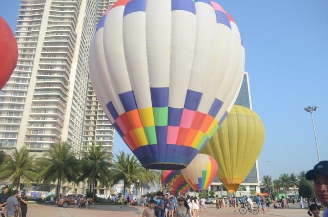 Biển Đà Nẵng rực rỡ sắc màu khinh khí cầu - 1