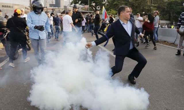Lãnh đạo đối lập Venezuela tuyên bố đảo chính - 3