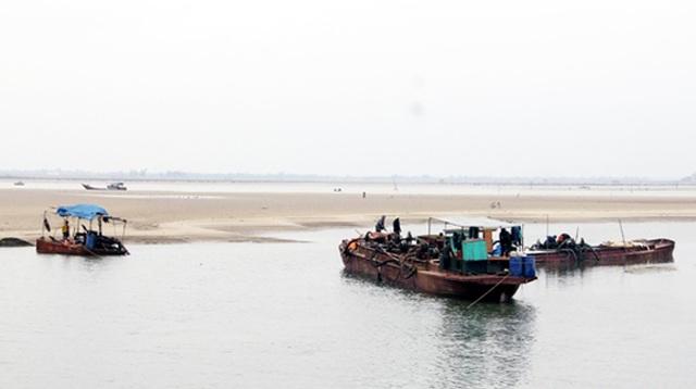Cảng cá vừa nạo vét đã bị bồi lấp trở lại, ngư dân khóc ròng  - 5