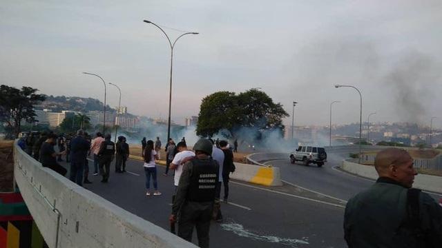 Lãnh đạo đối lập Venezuela tuyên bố đảo chính - 5