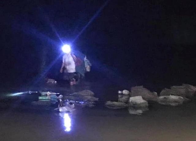 Đã tìm thấy 1 thi thể trong vụ 3 học sinh đuối nước trên sông Hiếu - 3
