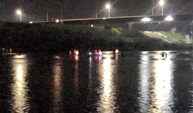 Đã tìm thấy 1 thi thể trong vụ 3 học sinh đuối nước trên sông Hiếu - 1