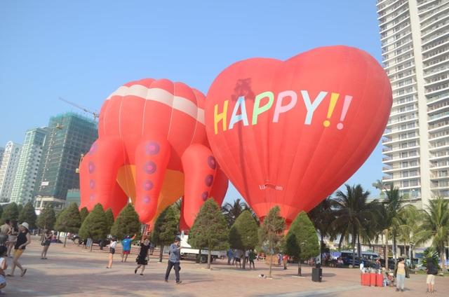 Biển Đà Nẵng rực rỡ sắc màu khinh khí cầu - 3