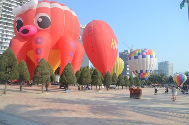 Biển Đà Nẵng rực rỡ sắc màu khinh khí cầu - 2