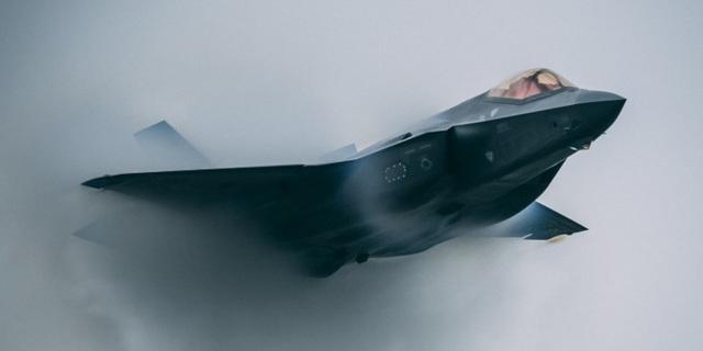 Tìm thấy xác siêu máy bay chiến đấu F-35 của Nhật Bản rơi trên biển - 1