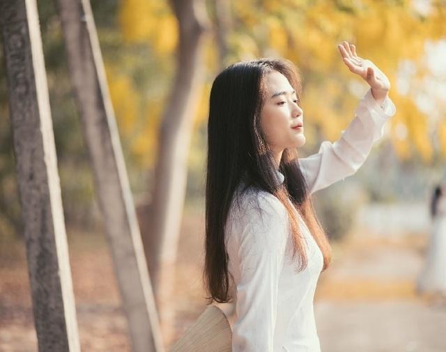 """""""Hot girl che nắng"""" đẹp tinh khôi trong tà áo dài trắng - 9"""