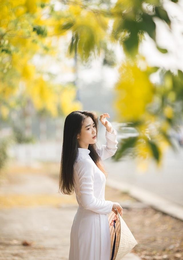 """""""Hot girl che nắng"""" đẹp tinh khôi trong tà áo dài trắng - 10"""
