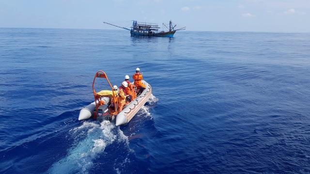 Tàu cá ngư dân Quảng Nam gặp nạn