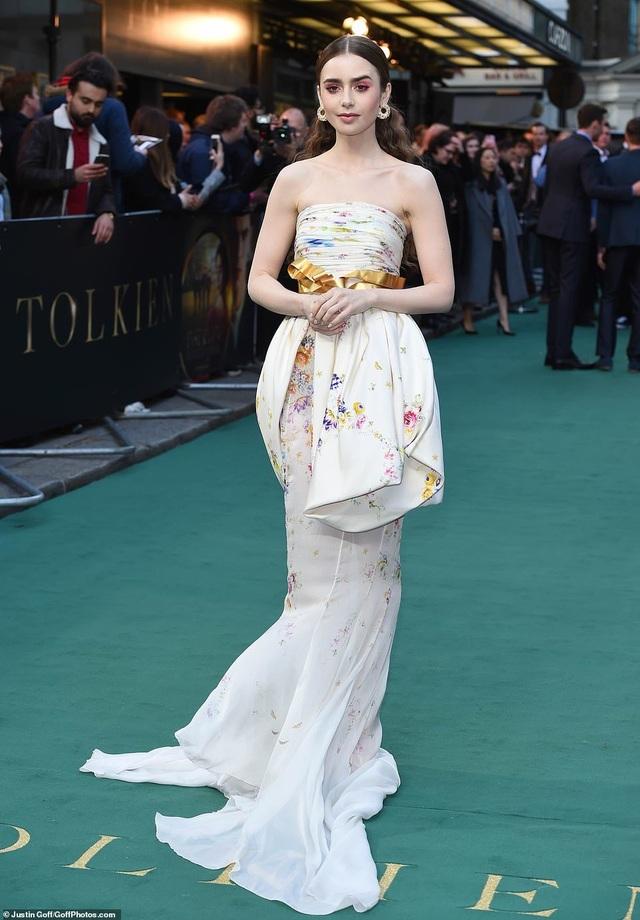 Lily Collins xinh đẹp như công chúa - 1