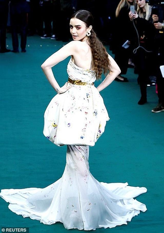 Lily Collins xinh đẹp như công chúa - 5
