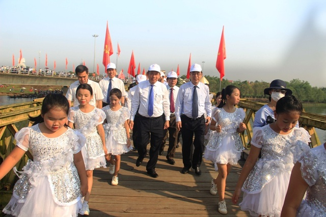 Long trọng Lễ hội Thống nhất non sông, Lễ thượng cờ ở Vĩ tuyến 17 - 5