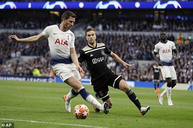 Tottenham 0-1 Ajax: Pha làm bàn của Van de Beek - 15