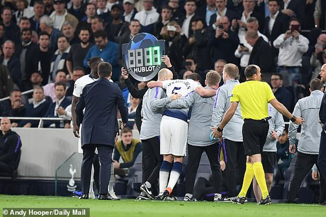 Tottenham 0-1 Ajax: Pha làm bàn của Van de Beek - 10