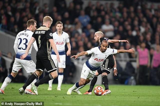 Tottenham 0-1 Ajax: Pha làm bàn của Van de Beek - 3