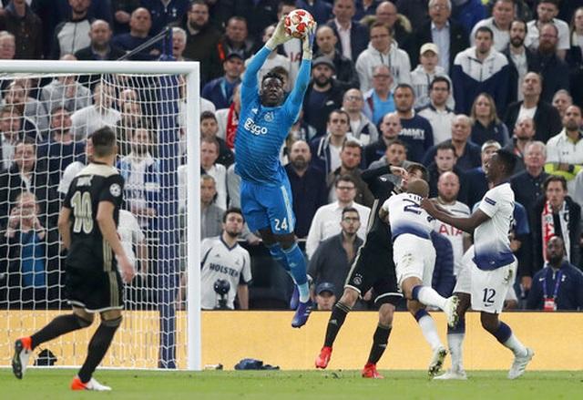 Tottenham 0-1 Ajax: Pha làm bàn của Van de Beek - 6