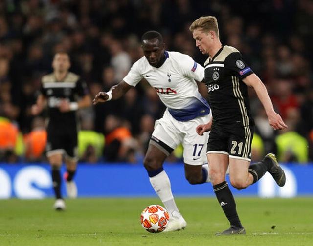 Tottenham 0-1 Ajax: Pha làm bàn của Van de Beek - 5