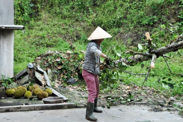 Quên ngày nghỉ, cán bộ, chính quyền giúp dân khắc phục hậu quả lốc xoáy - 4