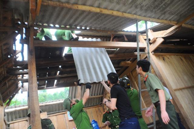 Quên ngày nghỉ, cán bộ, chính quyền giúp dân khắc phục hậu quả lốc xoáy - 5