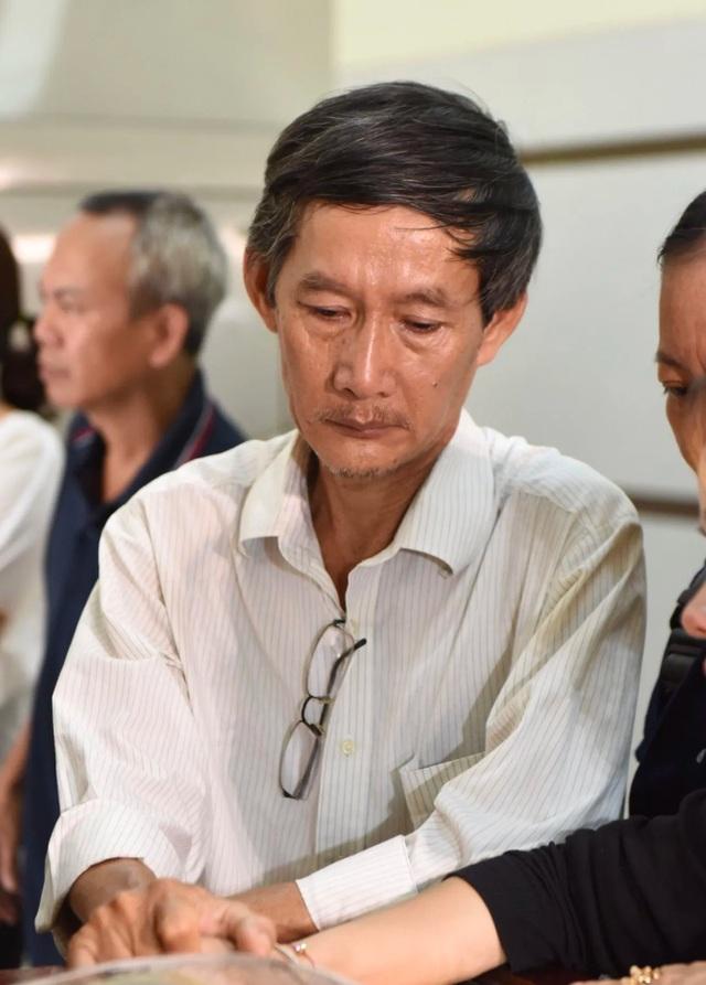 NSƯT Kim Xuân, Lê Thiện... khóc nức nở khi đến viếng Lê Bình - 3