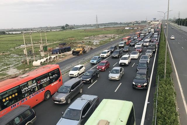 Hà Nội: Ùn tắc nghiêm trọng trên cao tốc Pháp Vân - Cầu Giẽ - 2