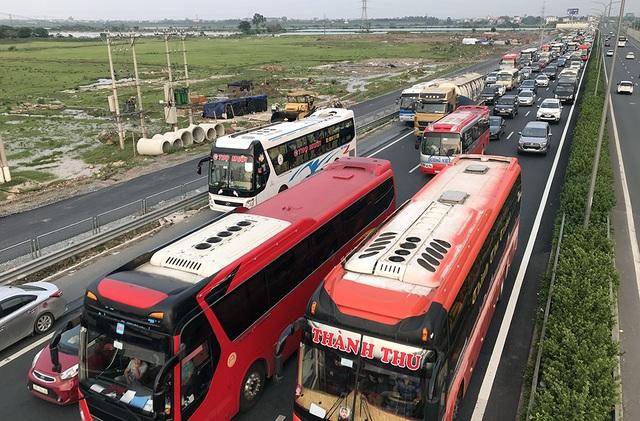 Hà Nội: Ùn tắc nghiêm trọng trên cao tốc Pháp Vân - Cầu Giẽ - 1