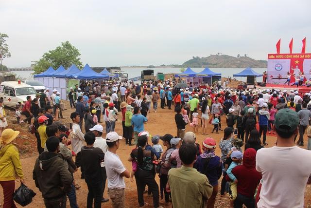 Độc đáo lễ hội đua thuyền độc mộc trên sông biên giới - 10