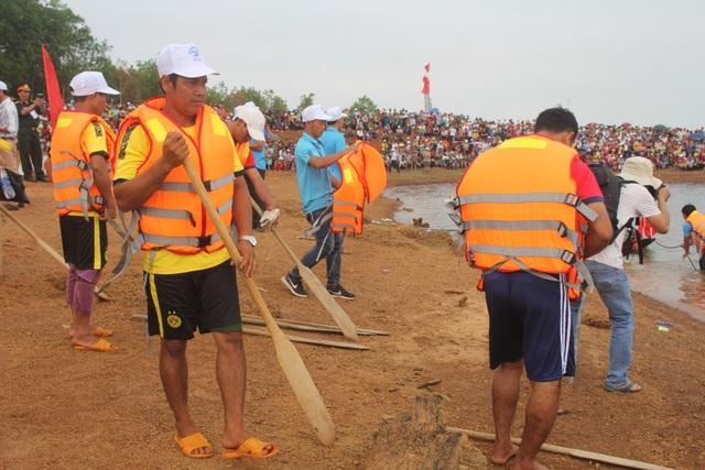 Độc đáo lễ hội đua thuyền độc mộc trên sông biên giới - 2