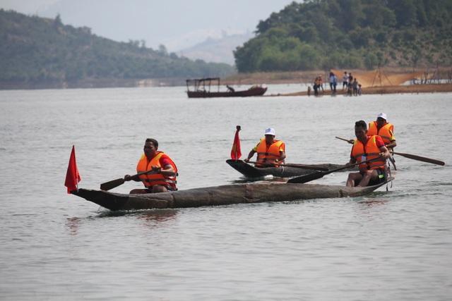 Độc đáo lễ hội đua thuyền độc mộc trên sông biên giới - 5
