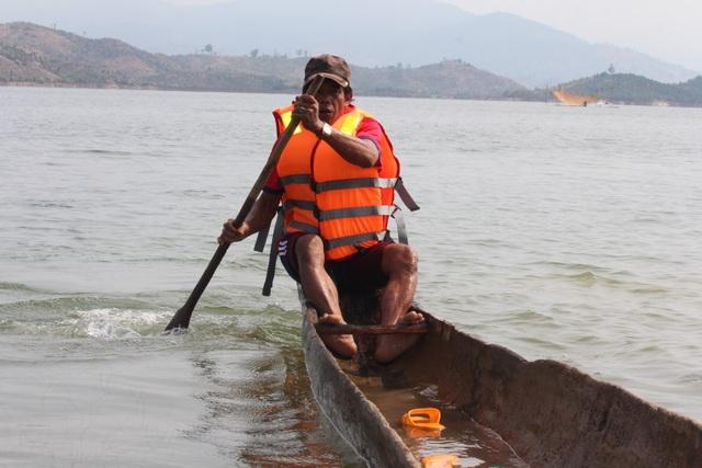 Độc đáo lễ hội đua thuyền độc mộc trên sông biên giới - 6