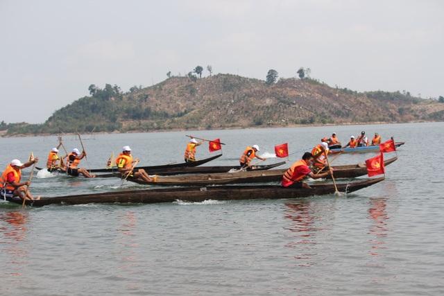 Độc đáo lễ hội đua thuyền độc mộc trên sông biên giới - 7