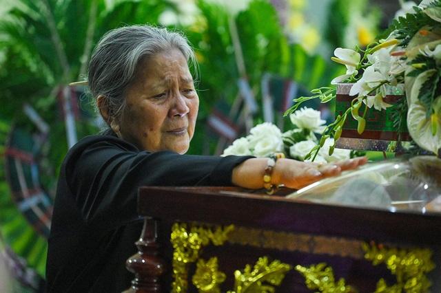 NSƯT Kim Xuân, Lê Thiện... khóc nức nở khi đến viếng Lê Bình - 10