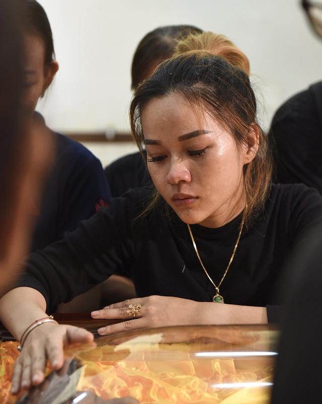 NSƯT Kim Xuân, Lê Thiện... khóc nức nở khi đến viếng Lê Bình - 2