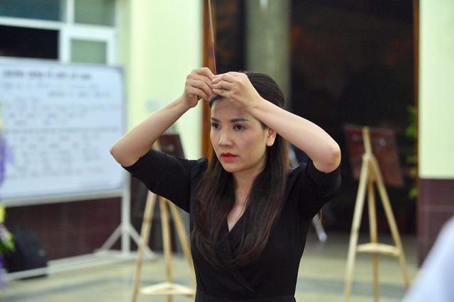 NSƯT Kim Xuân, Lê Thiện... khóc nức nở khi đến viếng Lê Bình - 15