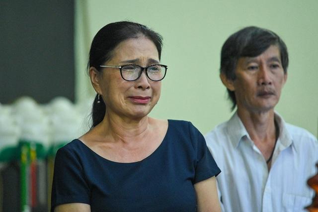 NSƯT Kim Xuân, Lê Thiện... khóc nức nở khi đến viếng Lê Bình - 8