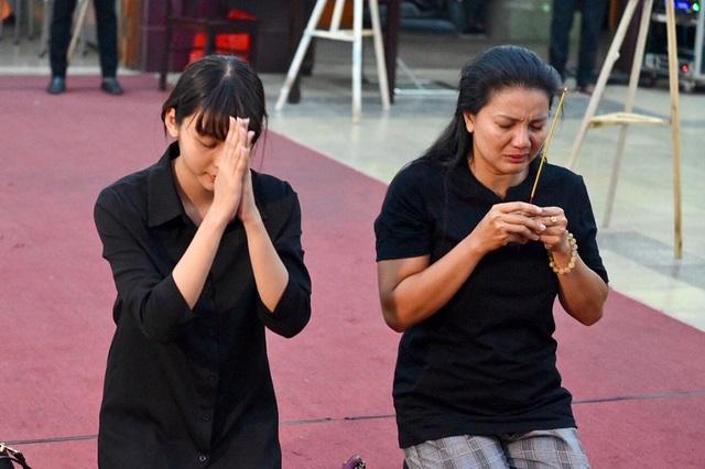NSƯT Kim Xuân, Lê Thiện... khóc nức nở khi đến viếng Lê Bình - 14
