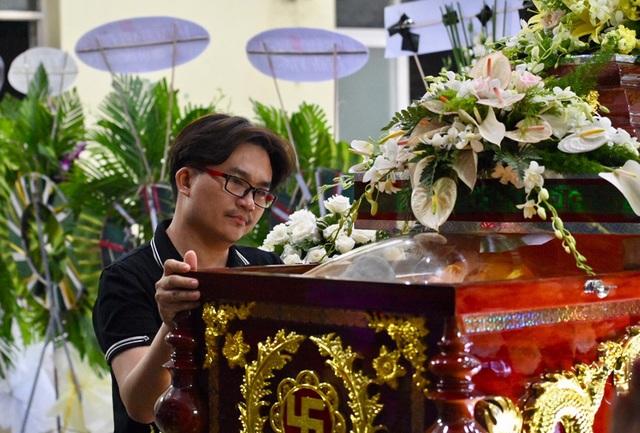 NSƯT Kim Xuân, Lê Thiện... khóc nức nở khi đến viếng Lê Bình - 12