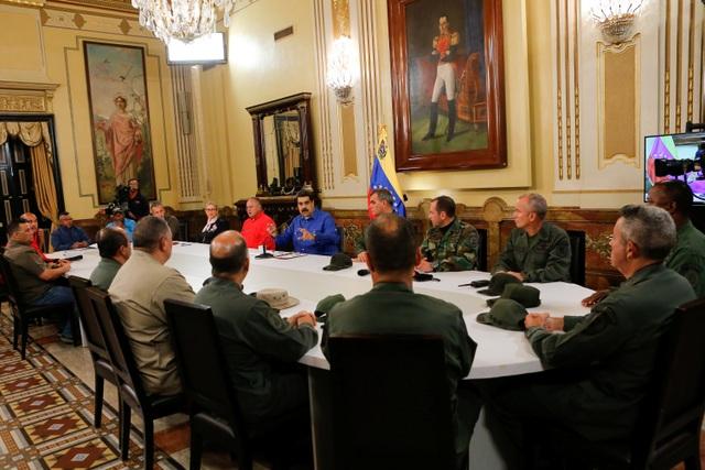Tổng thống Venezuela chúc mừng quân đội đánh bại âm mưu đảo chính của phe đối lập - 1