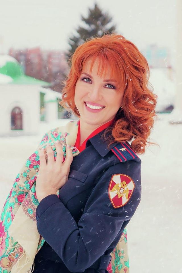"""Vẻ đẹp hút hồn của những """"bông hồng thép"""" cảnh sát Nga - 10"""