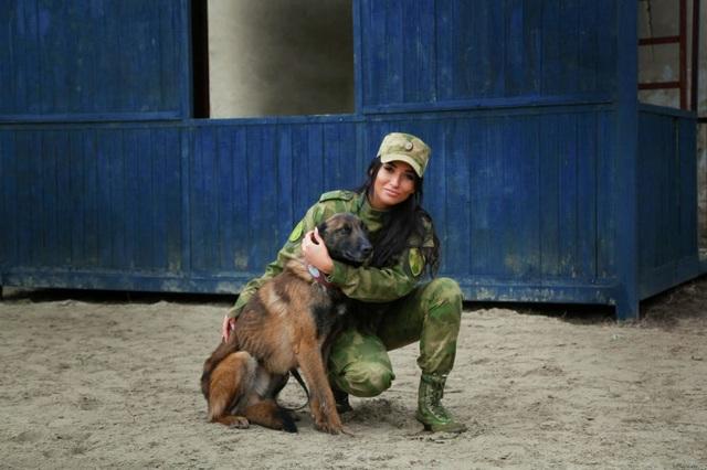 """Vẻ đẹp hút hồn của những """"bông hồng thép"""" cảnh sát Nga - 11"""