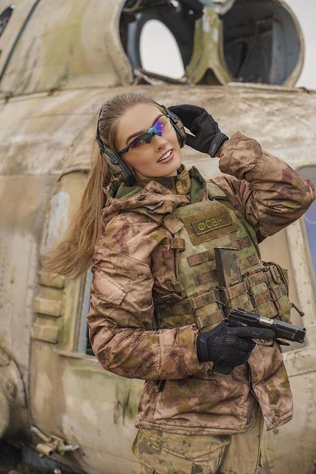 """Vẻ đẹp hút hồn của những """"bông hồng thép"""" cảnh sát Nga - 5"""
