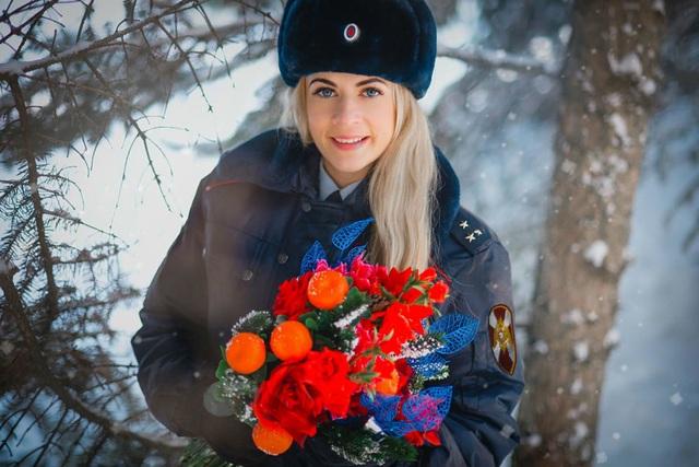 """Vẻ đẹp hút hồn của những """"bông hồng thép"""" cảnh sát Nga - 6"""