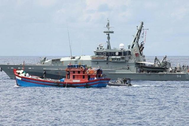 Một tàu cá Việt Nam bị lực lượng hải quân Indonesia bắt giữ (ảnh minh họa: Jakarta Globe)