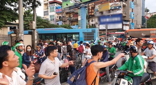 Hà Nội: Ùn tắc nghiêm trọng trên cao tốc Pháp Vân - Cầu Giẽ - 11