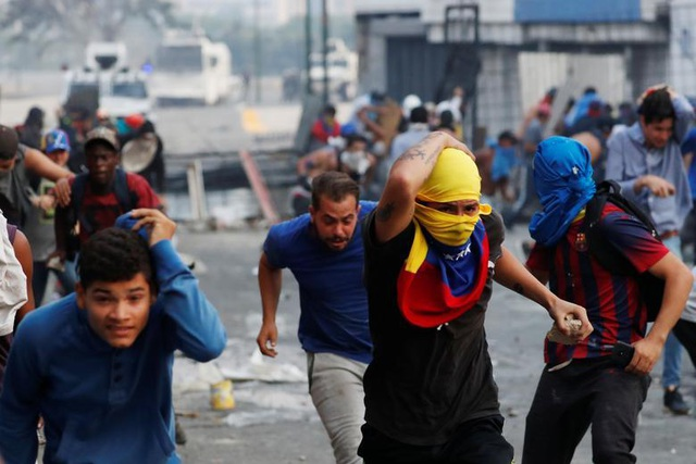 Cảnh tượng hỗn loạn như chiến trường tại Venezuela sau âm mưu đảo chính - 7