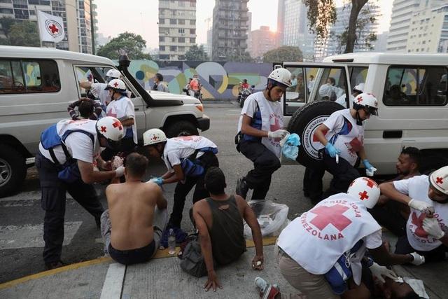 Cảnh tượng hỗn loạn như chiến trường tại Venezuela sau âm mưu đảo chính - 10