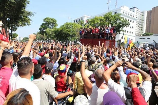 Cảnh tượng hỗn loạn như chiến trường tại Venezuela sau âm mưu đảo chính - 3